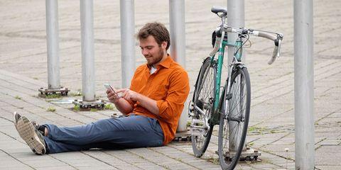 cyclist_texting
