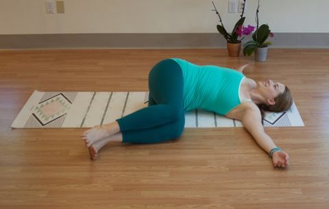 3 Stretches That Can Help Get Your Mindless Eating Under Control