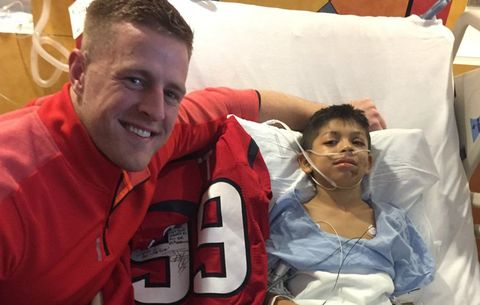 064f3bae52ac9 JJ Watt Visits Young Hero Who Saved His Siblings In a Car Crash ...