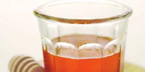 Fluid, Liquid, Serveware, Drinkware, Drink, Alcoholic beverage, Glass, Orange, Tableware, Dishware,
