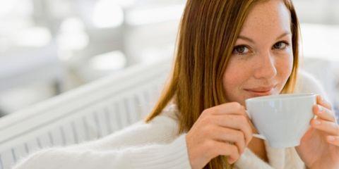 Serveware, Eyebrow, Dishware, Cup, Drinkware, Beauty, Eyelash, Coffee cup, Blond, Sweater,