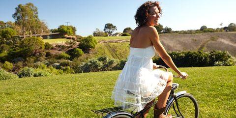 Wheel, Tire, Bicycle wheel rim, Bicycle tire, Bicycle frame, Bicycle wheel, Shoe, Dress, Bicycle part, Bicycle,