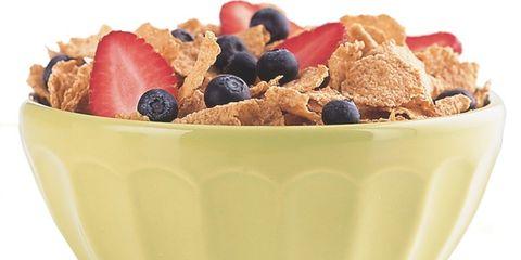 Food, Cuisine, Ingredient, Produce, Tableware, Breakfast cereal, Fruit, Bowl, Breakfast, Frutti di bosco,