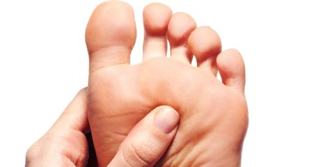 Finger, Skin, Toe, Nail, Comfort, Thumb, Barefoot, Foot, Close-up, Gesture,