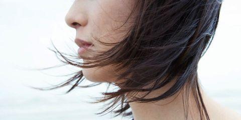 Hair, Lip, Hairstyle, Skin, Chin, Shoulder, Mammal, Joint, Facial expression, Summer,