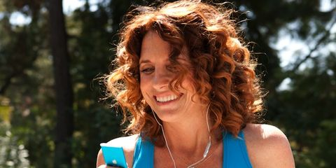 Hairstyle, Jewellery, Facial expression, Summer, People in nature, Fashion accessory, Electric blue, Necklace, Red hair, Chest,