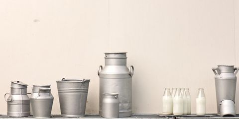 Liquid, Serveware, Grey, Cookware and bakeware, Black-and-white, Kitchen appliance accessory, Gas, Cylinder, Still life photography, Stock pot,