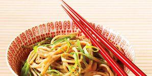 peanut-noodles-bowl-chopsticks