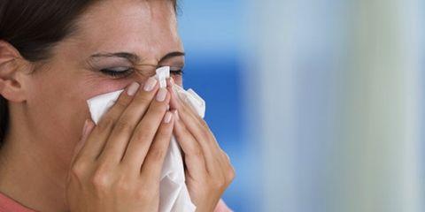 Finger, Skin, Eyebrow, Hand, Eyelash, Nail, Wrist, Thumb, Gesture, Personal grooming,