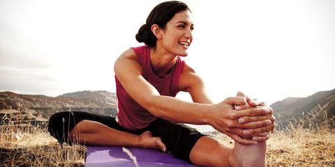 Elbow, Shoe, Human leg, Leisure, Wrist, People in nature, Sitting, Knee, Comfort, Thigh,