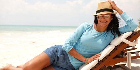 Eyewear, Vision care, Comfort, Hat, Sitting, Leisure, Goggles, Summer, Sun hat, Vacation,