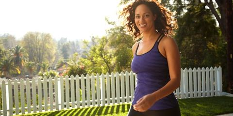 Shoulder, Joint, Standing, Chest, People in nature, Elbow, Waist, Picket fence, Active pants, Home fencing,