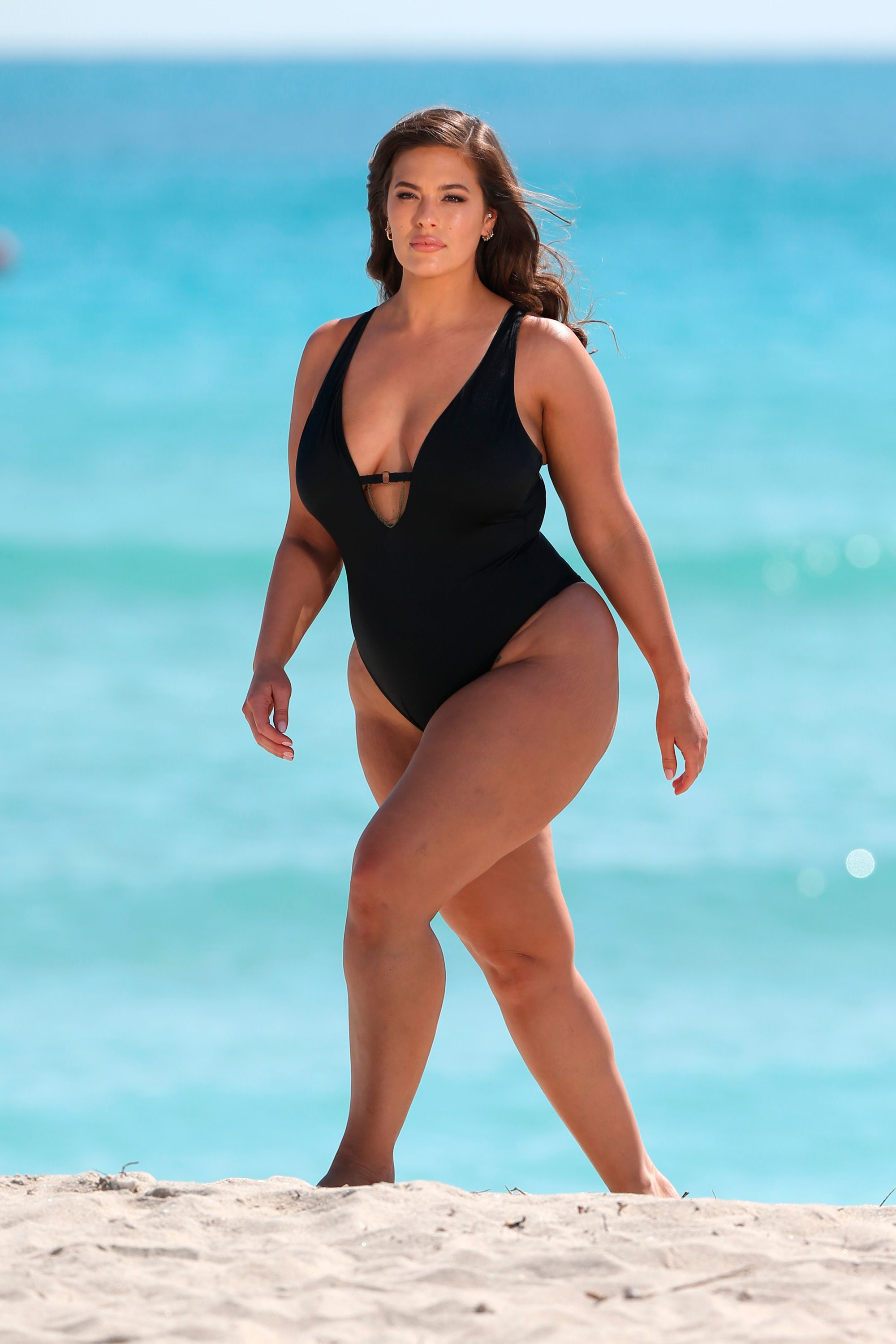 Ashley Graham posa en biquini en Miami