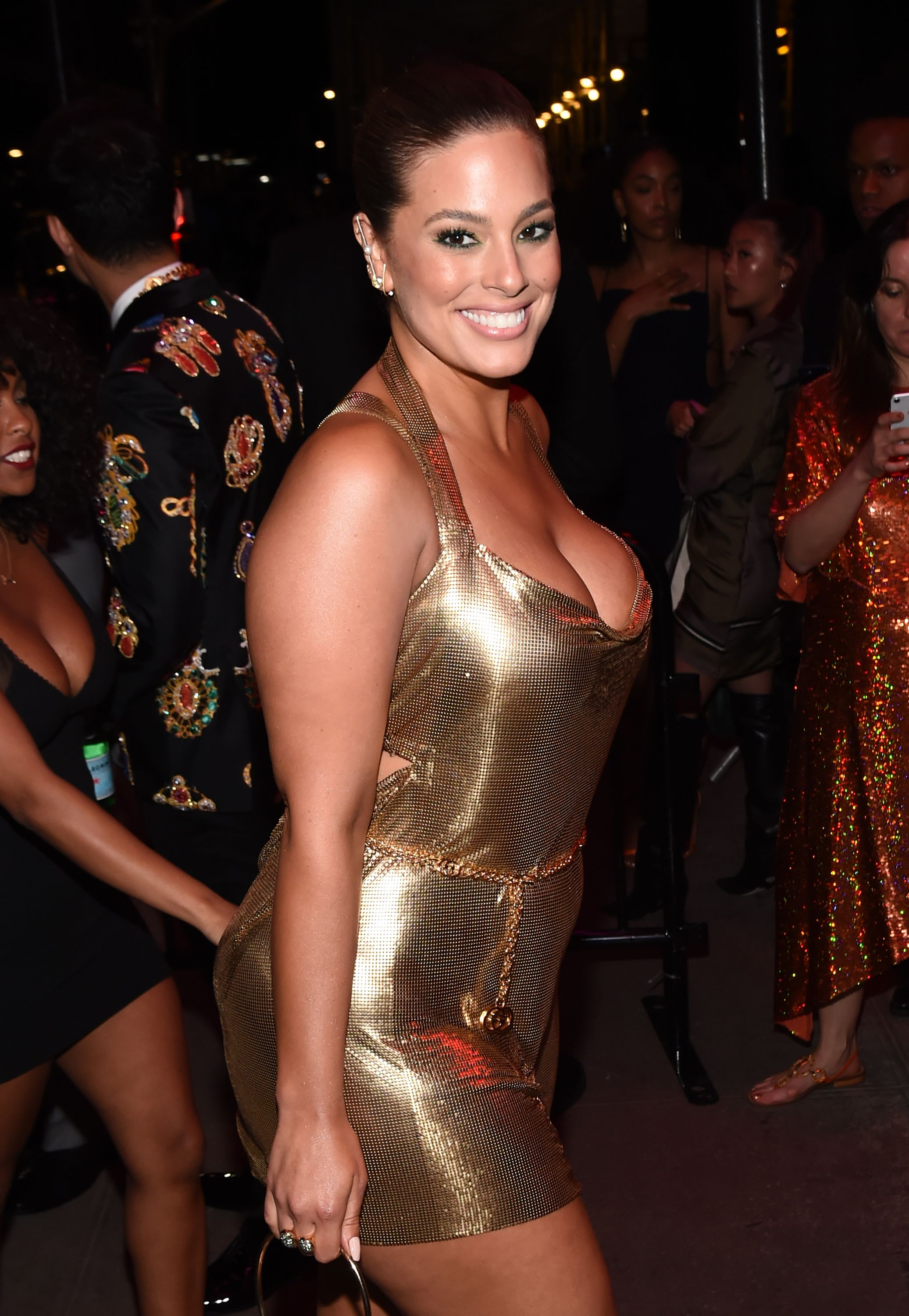 Ashley Graham Ashley Graham looked like a walking trophy in a metallic gold mini dress.