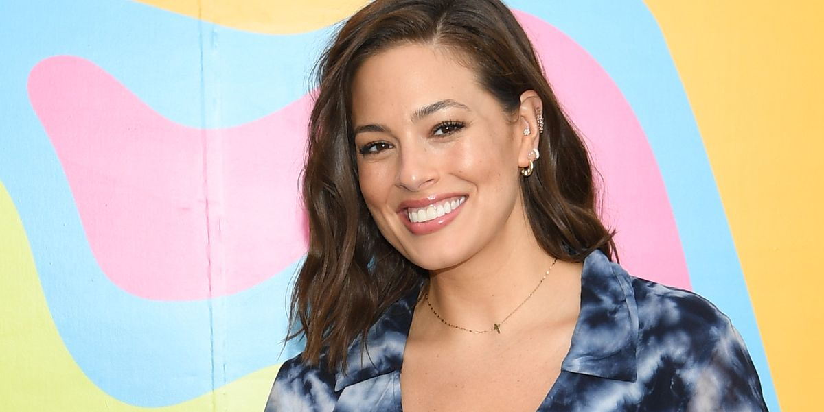Ashley Graham Shares Nude Photo Of Stretch Marks While Pregnant-1157