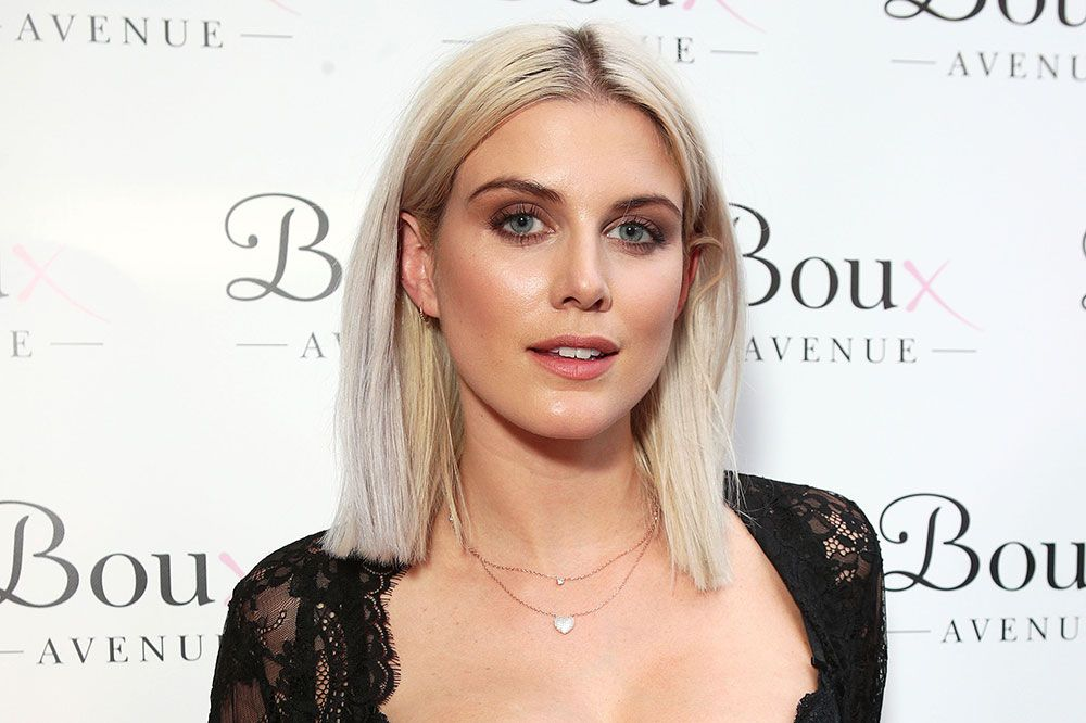 """Ashley James felt like a """"cheap whore"""" after taxi driver photographer her breasts"""