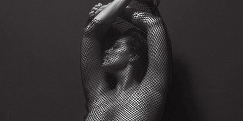 Joint, Darkness, Black, Muscle, Thigh, Undergarment, Hip, Art model, Abdomen, Undergarment,
