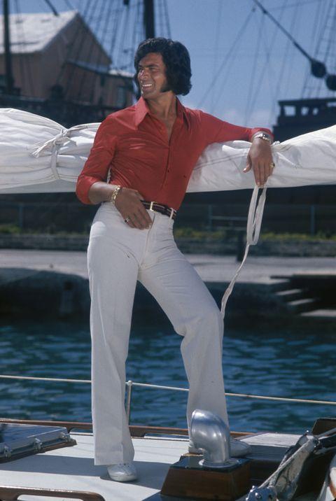 asi se vestía en los años 70, traje años 70, disfraz años 70, looks años 70. look años 70, look 70s, disfraz 70s, disfraz 70, ideas disfraz 70s, los 70s, traje 70s, estrellas años 70, estrella año 70, actor años 70