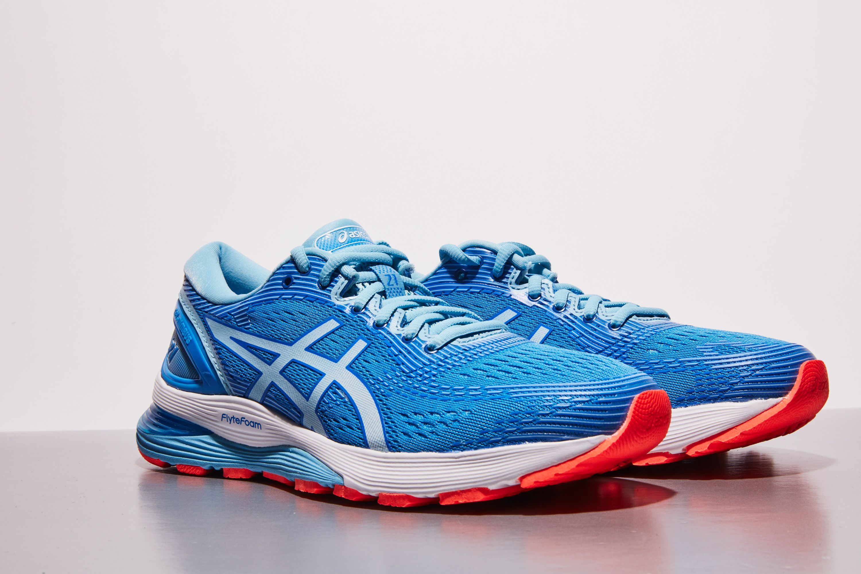 haz Costoso Considerar  Asics Gel-Nimbus 21 Review — Cushioned Running Shoes