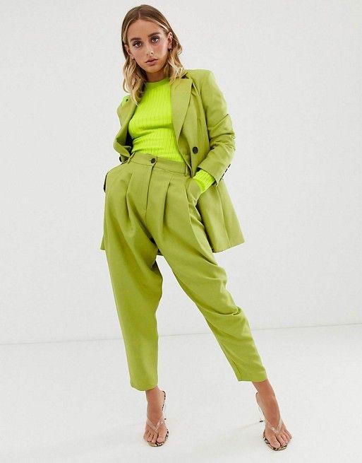 Sonar mujer con vestido verde