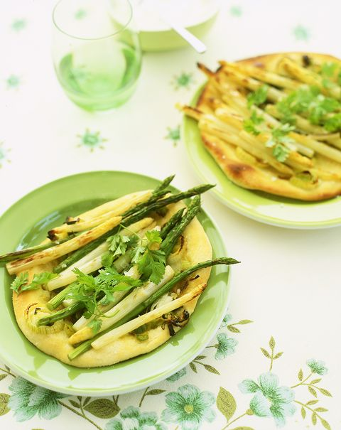 pizzette met witte en groene asperges