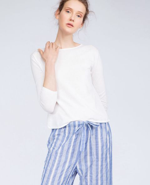 Clothing, White, Shoulder, Neck, Blue, Sleeve, Waist, Joint, Arm, Trousers,