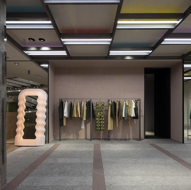 Ceiling, Building, Architecture, Interior design, Metropolitan area, Room, Lobby, Door, City,