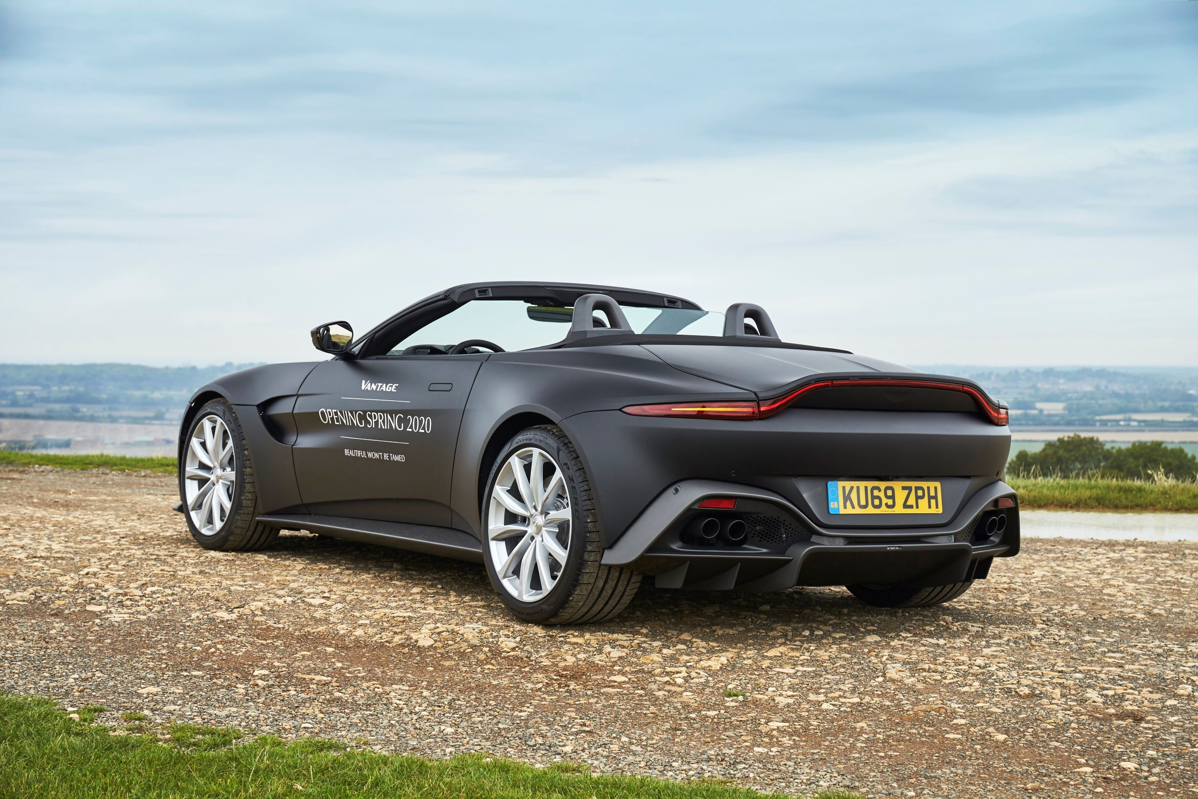 2020 Aston Martin Vantage Convertible First Picture Released