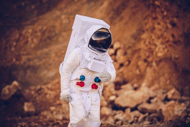 astronaut walking on mars alone