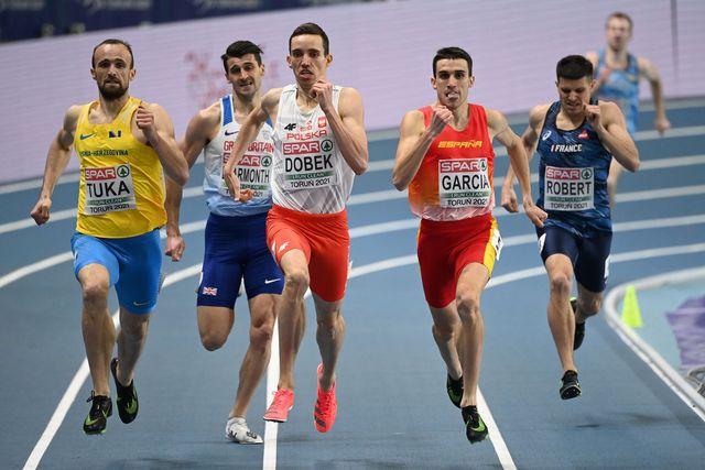mariano garcía saca la lengua con apuros en la recta final de las semifinales de los 800m del europeo de torun 2021