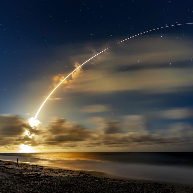 atlas v heavy lift rocket launch