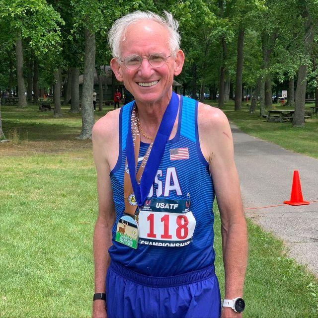 el atleta master de 73 que ha batido el récord del mundo de 50k