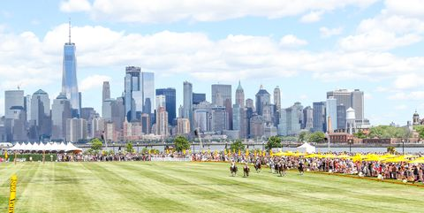 Skyline, Daytime, City, Metropolitan area, Sport venue, Urban area, Human settlement, Cityscape, Grass, Stadium,