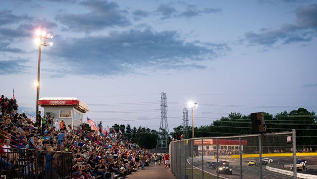 north carolina speedway flouts governor's covid 19 orders, allows spectators