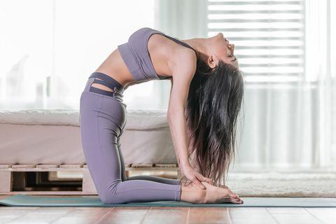 瑜伽 駱駝式 好處 啟動全身肌肉