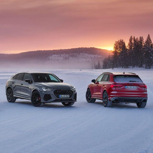 audi rs q3 y audi rs q3 sportback foto de familia con varios colores en un atardecer en un lago helado de suecia