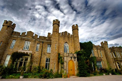 Building, Landmark, Castle, Sky, Estate, Architecture, Cloud, Stately home, House, Grass,