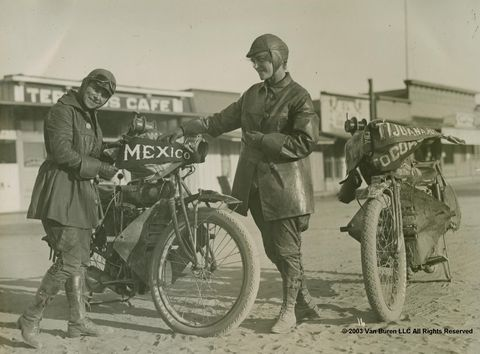 Augusta e Adeline Van Buren, le sorelle motocicliste che nel 1916 hanno attraversato gli Stati Uniti da New York a San Francisco
