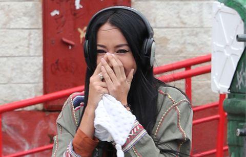 Aurah Ruiz llora de felicidad a la salida de los Juzgados