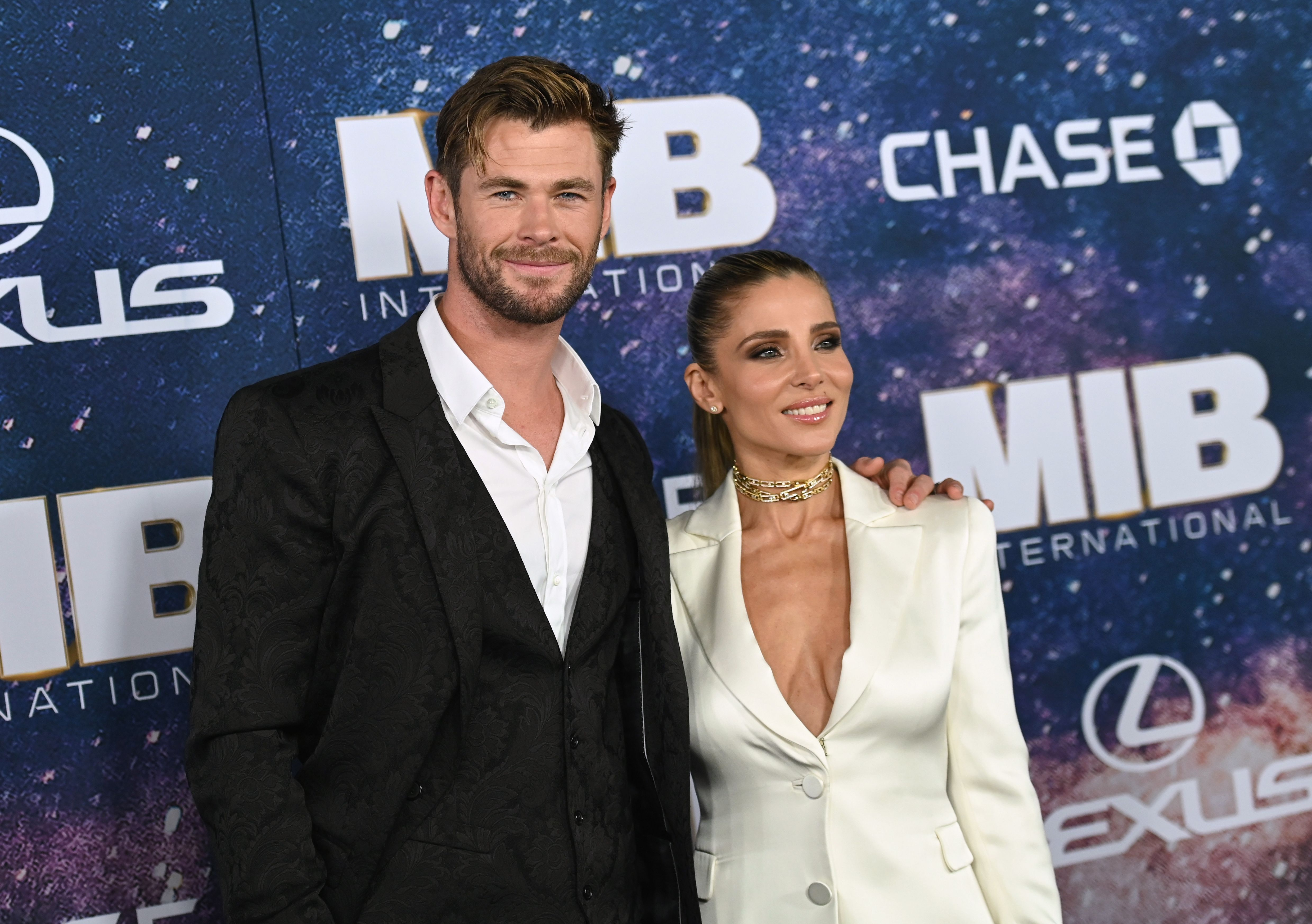 What Elsa Pataky and Chris Hemsworth's Body Language Says About Their Marriage