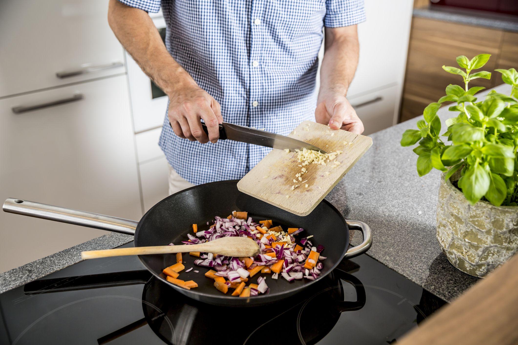 8 Best Nonstick Cookware for Healthy Cooking