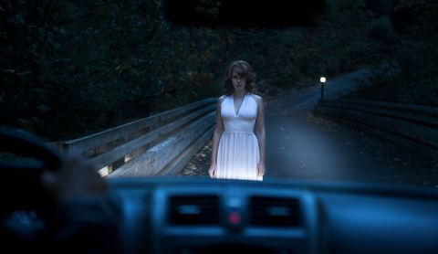 Beautiful Ghostly Woman Standing on Road in Car Headlights / Autoestopista fantasma
