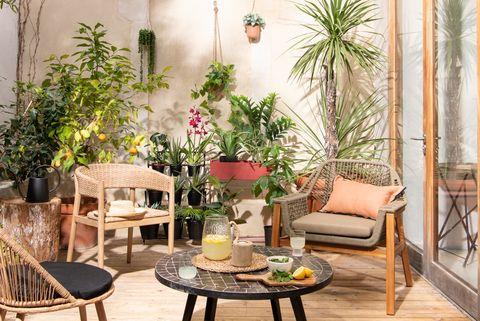 cinco tipos de macetas para porche, terraza o balcón