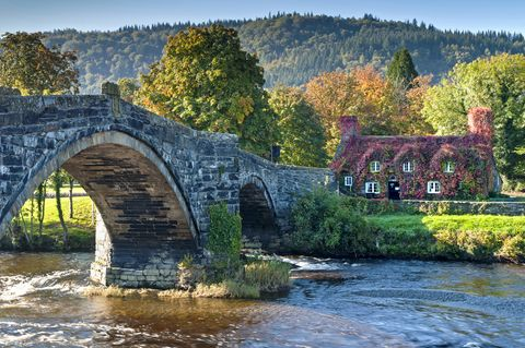 Pont Fawr and Tu Hwnt Ir Bont tearooms on the Afon Conwy river in autumn