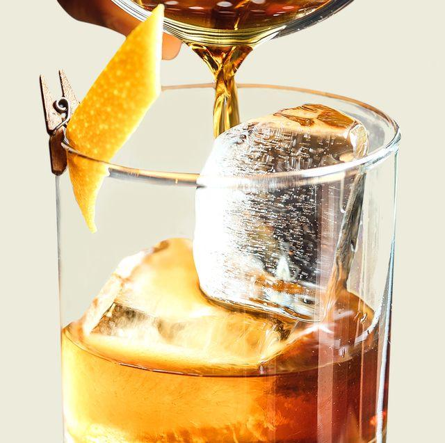 Drink, Liqueur, Whiskey sour, Food, Beer cocktail, Alcoholic beverage, Distilled beverage, Wine cocktail, Cuba libre, Barware,