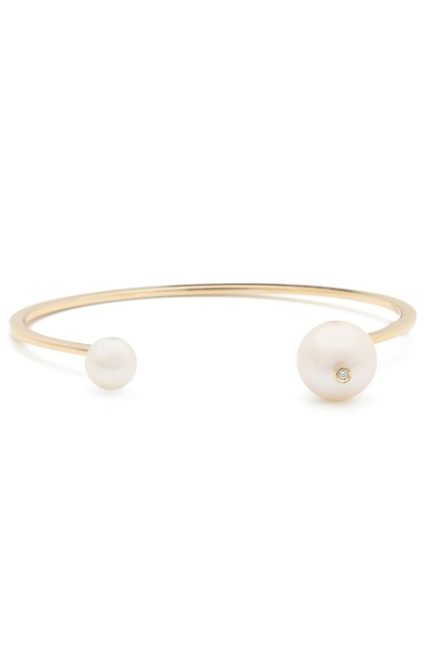 Pearl, Jewellery, Fashion accessory, Bracelet, Beige, Bangle, Gemstone, Silver, Metal, Natural material,