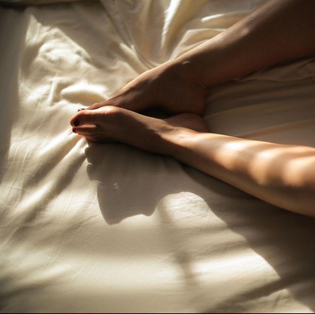 Light, Leg, Human leg, Arm, Hand, Bed sheet, Bed, Elbow, Human body, Muscle,