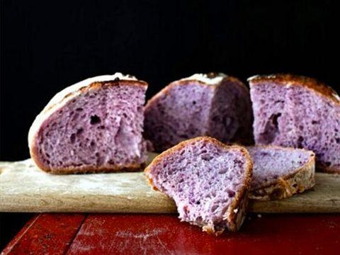 Il pane bianco fa male: ecco il pane viola più sano che lo sostituirà