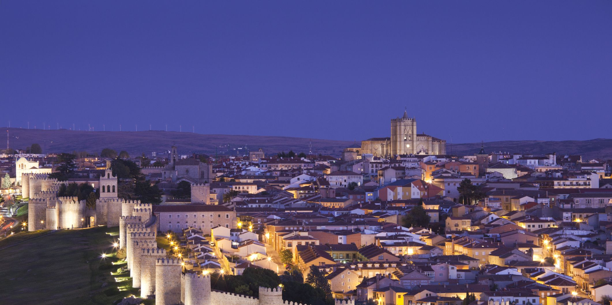 Viaje a Ávila: Una ruta de turismo por la ciudad medieval, un mapa de sus mejores restaurantes, hoteles y novedades