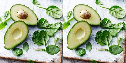 avocado's op een snijplankje